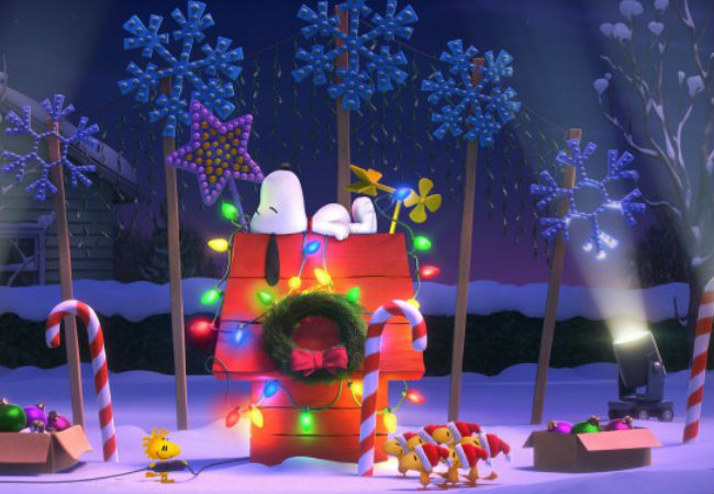 Deck the halls with lights and Woodstock ... (image via USA Today)