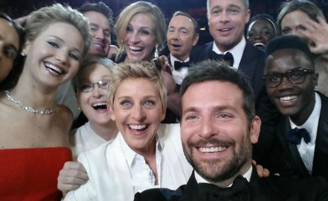 """According to Hollywood Reporter, [Ellen's] """"the star-packed shot tops Twitter's list of most-tweeted entertainment moments with nearly 255,000 tweets per minute. With more than 3.3 million retweets It was also the most-retweeted post on the social network this year. """" (image via @TheEllenShow/Twitter)"""